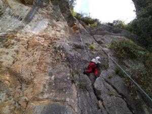 2018-04-01 παιδί σε βράχο λίμνη εύβοιας Ελληνικός Ορειβατικός Σύλλογος Χαλκίδας