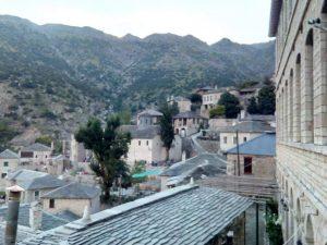 Ήπειρος - θέα χωριού Συρράκο